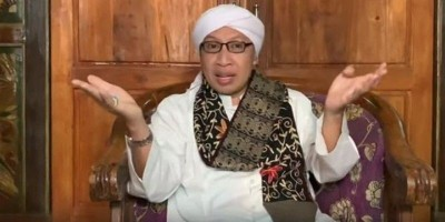 [Video] Buya Yahya: Film <i>The Santri</i> Langgar Syariat Islam